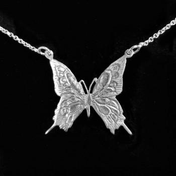 Collar de Mariposa Cincelado